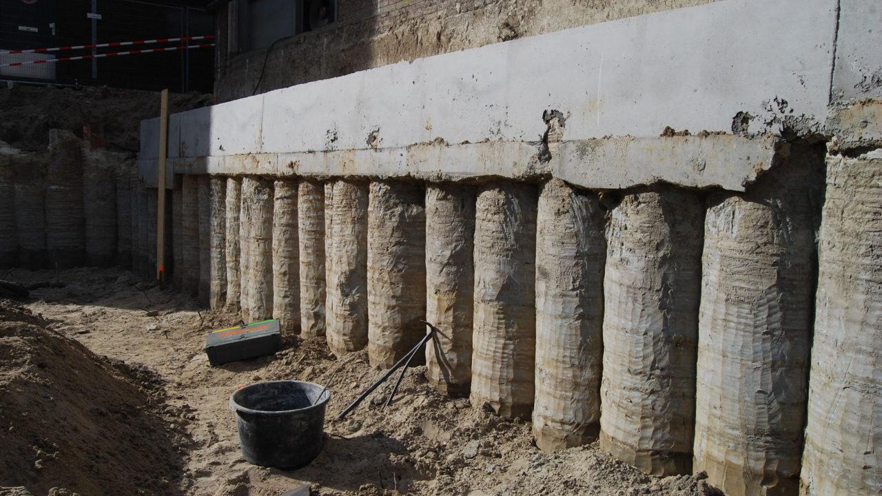 Betonnen kolommen plaatsen door Van Schie