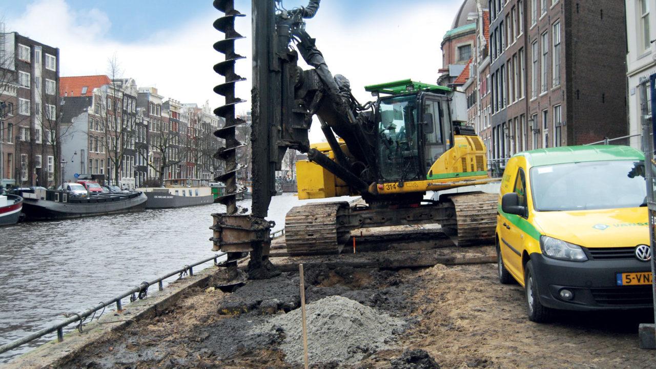 Van Schie boort en crusht in Amsterdam
